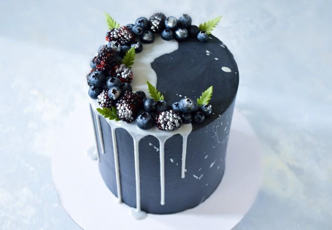 black-strawberry-angelasplate